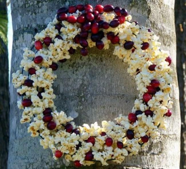 Popcorn Cranberry DIY Bird Feeder Wreath