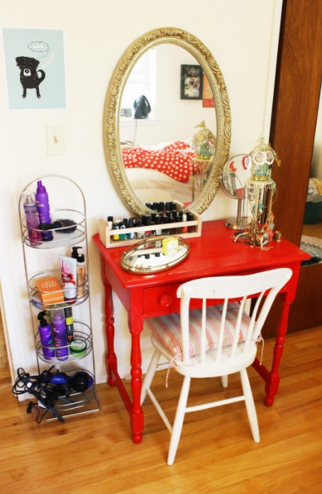 DIY Apartment Sized Vanity on a Budget