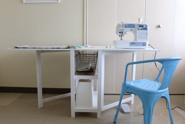 DIY FOLDING CRAFT TABLE OR FOLDABLE DESK