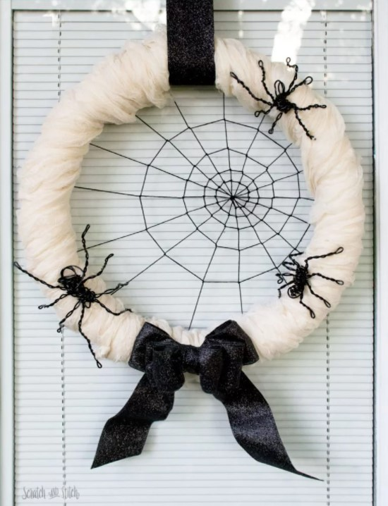 DIY Halloween Spiderweb Wreath