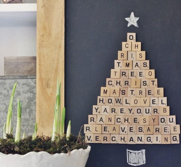 DIY SCRABBLE CHRISTMAS TREE