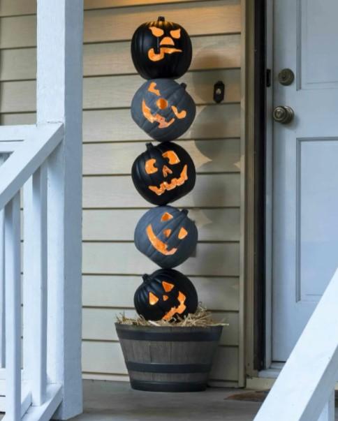 DIY Halloween decoration from pumpkin lamp