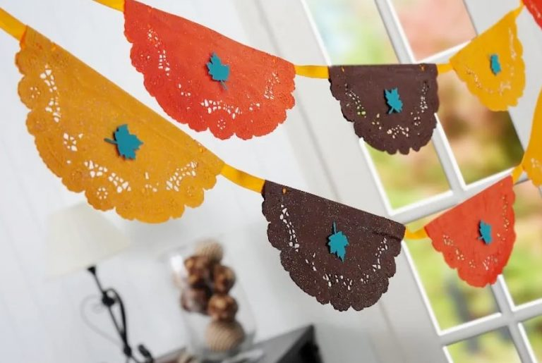 Thanksgiving Banner Made with Doilies