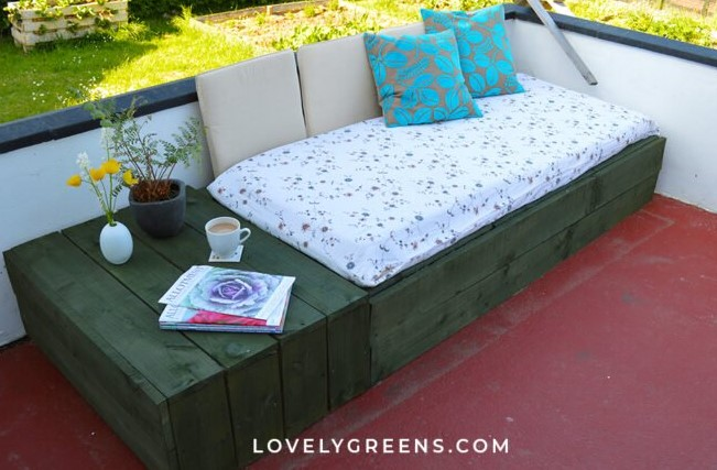 a Patio Day Bed with Wood Pallets