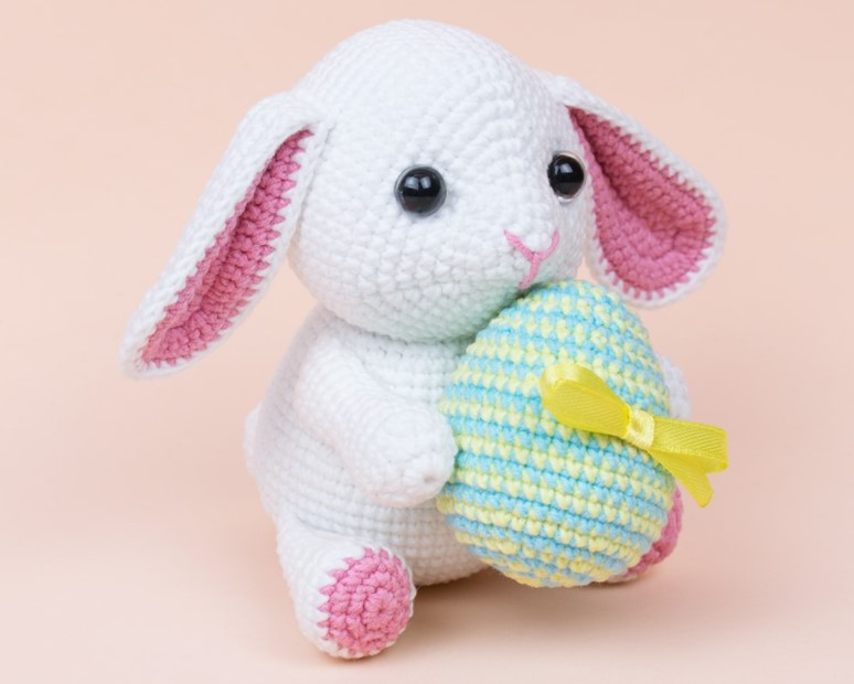 Bunny with Easter Egg