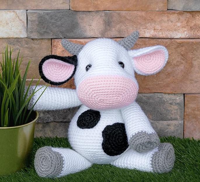 Caroline the Cow Free Amigurumi Pattern