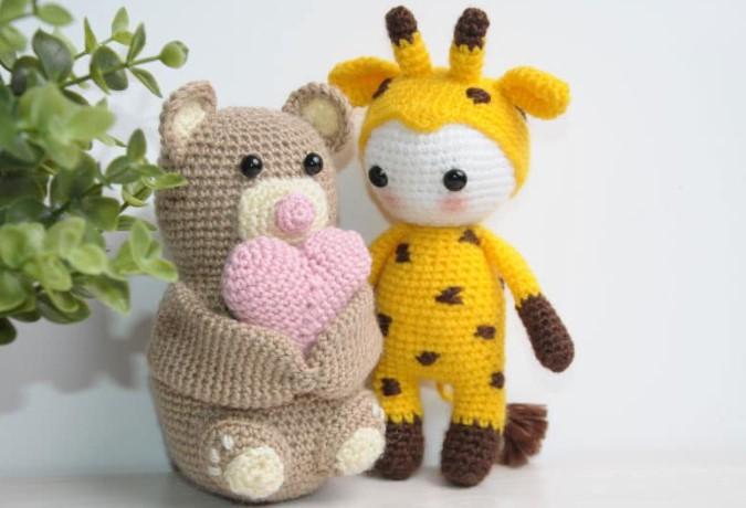 amigurumi doll in giraffee costume