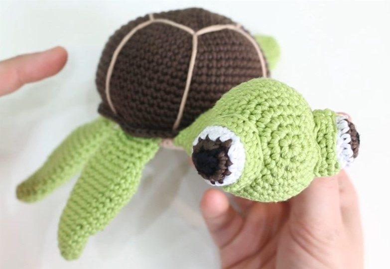 Green Turtle with Big Eyes Amigurumi from lanas y ovillos